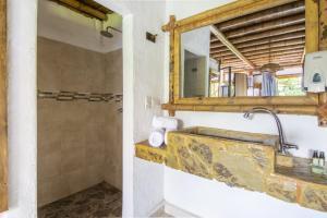 A bathroom at Selina Quindio