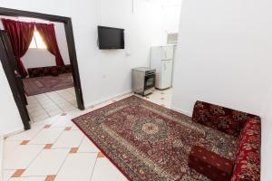 Uma TV ou centro de entretenimento em Al Eairy Apartments Al Madinah 13