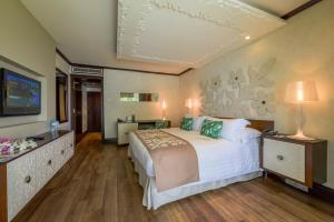 A bed or beds in a room at InterContinental Tahiti Resort & Spa, an IHG Hotel