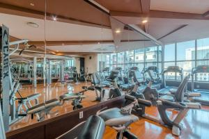 The fitness centre and/or fitness facilities at The Blue Sky Hotel and Tower