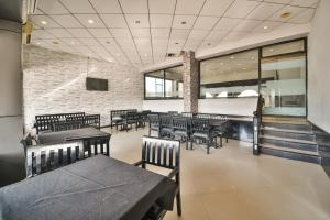A restaurant or other place to eat at Vaccinated Staff- Capital O 48457 Amit Palace