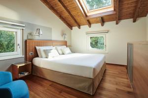 Een bed of bedden in een kamer bij Hotel Belvedere