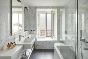 A bathroom at Hotel Belvedere
