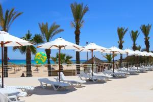 Een restaurant of ander eetgelegenheid bij Omar Khayam Resort & Aqua Park