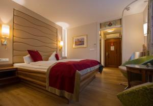 Ein Bett oder Betten in einem Zimmer der Unterkunft Hotel König
