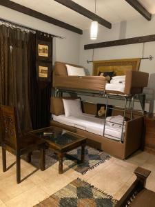 Μία ή περισσότερες κουκέτες σε δωμάτιο στο Παρωραία
