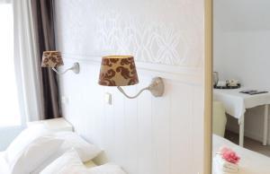 A bathroom at Hotel 't Witte Huys Scheveningen