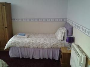 A bed or beds in a room at The Mount View Hotel, Bed & Breakfast