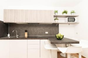 A kitchen or kitchenette at Lagoon Apartments