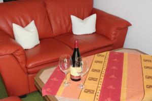 Ein Sitzbereich in der Unterkunft Birkenhof Pension mit Herz