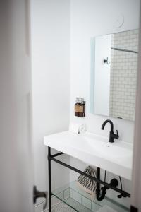 A bathroom at SCP Hotel Redmond