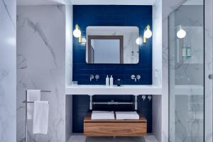 A bathroom at Helen Berger Boutique Hotel