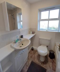 A bathroom at Emerald House