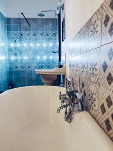 A bathroom at Le 3 fuscien