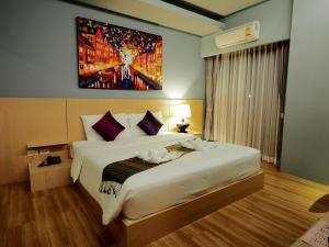 A bed or beds in a room at Le Naview @Prasingh