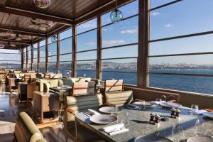 A restaurant or other place to eat at JW Marriott Istanbul Bosphorus