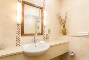 A bathroom at Fiddle + Bow Hotel