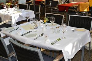 Ein Restaurant oder anderes Speiselokal in der Unterkunft Hotel & Restaurant Mainaublick
