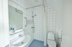 A bathroom at Danhostel Odense City
