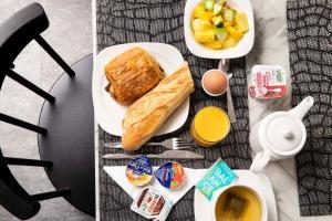 Options de petit-déjeuner proposées aux clients de l'établissement Hôtel de la Gaîté