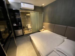 Posteľ alebo postele v izbe v ubytovaní Bloomsbury Inn
