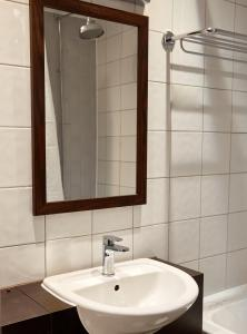 A bathroom at Charnwood Arms
