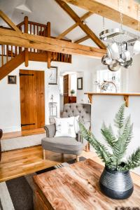 A seating area at Chichester Cottage