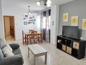Una televisión o centro de entretenimiento en Apartamentos Casa Sardina