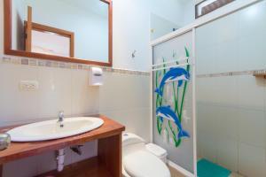 A bathroom at Twin Hotel Galápagos By Rotamundos