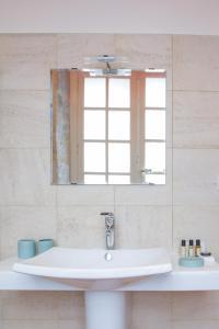 A bathroom at La Tonnellerie