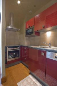 A kitchen or kitchenette at La Tonnellerie