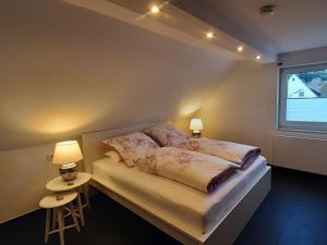 Ein Bett oder Betten in einem Zimmer der Unterkunft Ferienwohnung Kamitter