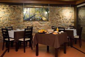 Um restaurante ou outro lugar para comer em SerraVale - House & Nature