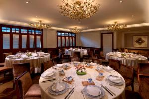 A restaurant or other place to eat at InterContinental Singapore (SG Clean), an IHG Hotel