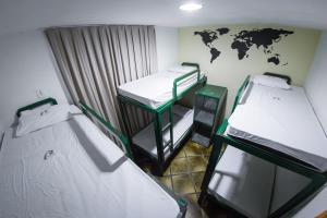 Een stapelbed of stapelbedden in een kamer bij Bamboo Rio Hostel