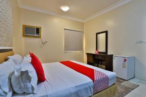 Cama ou camas em um quarto em OYO 414 Nasaem Jizan Residential Units