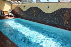 Der Swimmingpool an oder in der Nähe von Airporthotel Salzburg - Hotel am Salzburg Airport