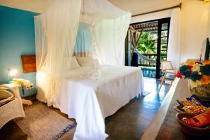 A bed or beds in a room at Pousada Farol das Tartarugas