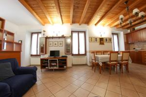 Een zitgedeelte bij Villa Central Varenna