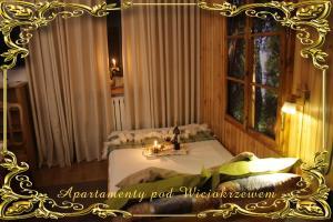 Łóżko lub łóżka w pokoju w obiekcie Apartamenty pod Wiciokrzewem