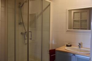 Salle de bains dans l'établissement Le Tilleul de Ray