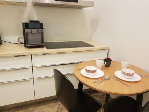 A kitchen or kitchenette at Freinest Wien