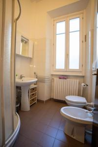 A bathroom at Guesthouse Le Oche di Bracchio
