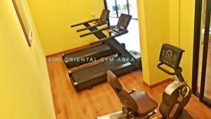 Het fitnesscentrum en/of fitnessfaciliteiten van Siri Oriental Bangkok Hotel