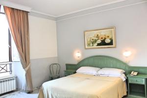 Un ou plusieurs lits dans un hébergement de l'établissement Orazia Hotel