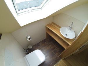 A bathroom at Broßmann's Hof