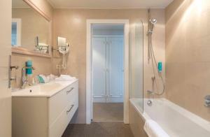Ein Badezimmer in der Unterkunft Hotel Lugano