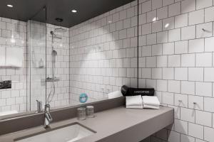 A bathroom at Comfort Hotel Arlanda Airport Terminal