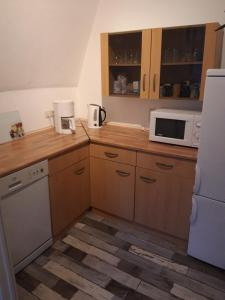 A kitchen or kitchenette at erz-HOSTEL