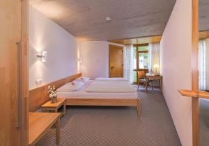 A bed or beds in a room at Hohenwart Forum